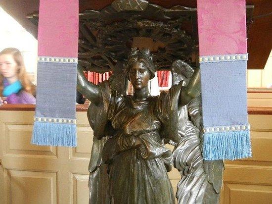 Bruton Parish Episcopal Church : Bronze Lecturn presented by T Roosevelt 300th anniv
