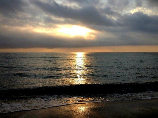 Enchanted Isle Resort : Пляж