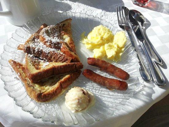Forsyth Park Inn: Breakfast!