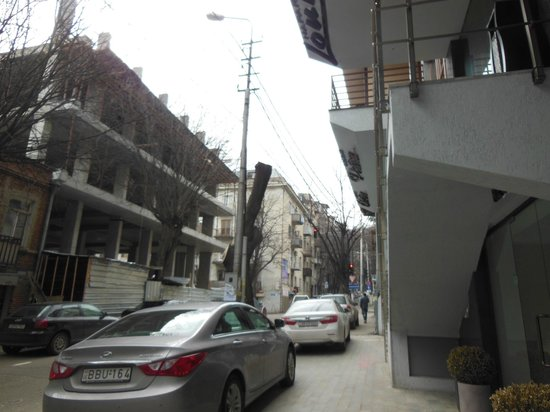 Hotel Orion Tbilisi: entrance of the hotel