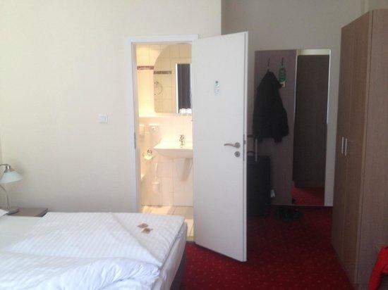 Novum Hotel Holstenwall Hamburg Neustadt: Вход в ванную