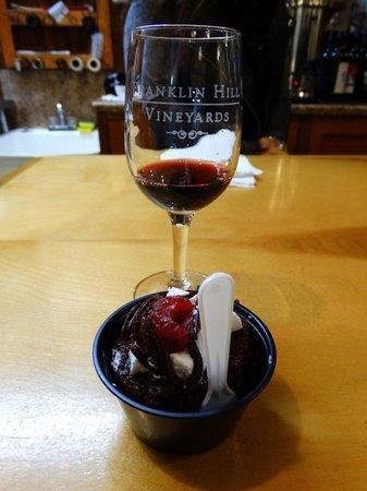 Franklin Hill Vineyards: Gorgeous pairing with dessert!