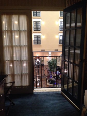 DoubleTree Suites by Hilton Hotel Lexington: Lobby/atrium from 2nd floor suite