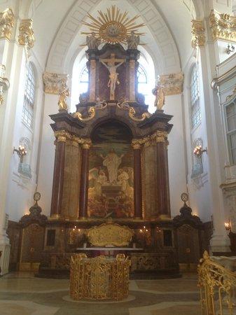 Hauptkirche St. Michaelis: потрясающей красоты алтарь