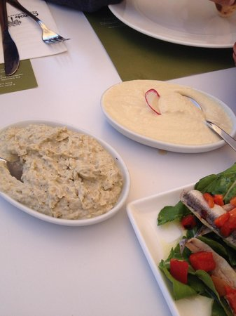 Karatello Restaurant: Aubergine dip & Chickpea dip
