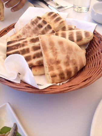 Karatello Restaurant: Pita Bread