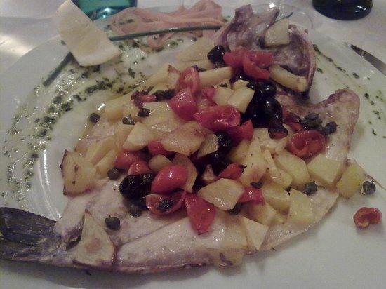 Sullivan: Branzino con pomodorini, olive, capperi, patate