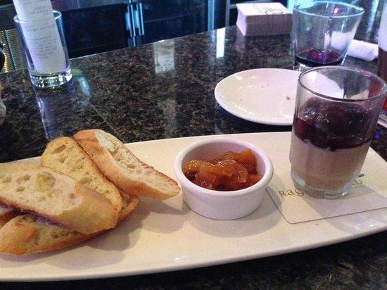 Raglan Road Irish Pub & Restaurant: Very nice pate starter