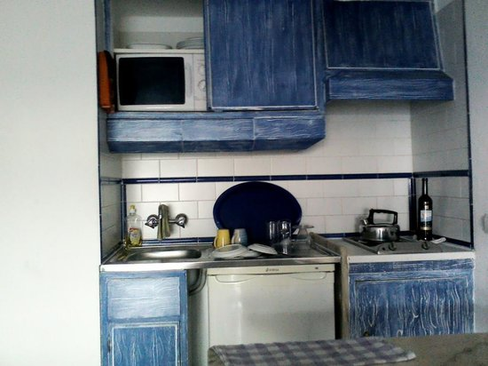 Apartamentos Soldoiro : small but perfectly adequate kitchenette