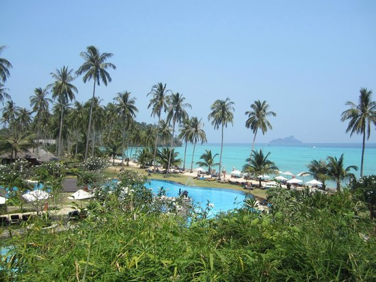 Phi Phi Island Village Beach Resort: view from up near  villas