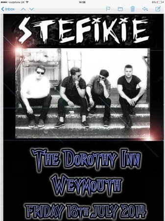 The Dorothy Inn : One of the many bands on every Saturday night