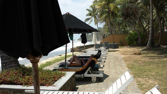 Era Beach: Sun beds & umbrellas by the ocean