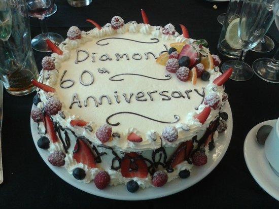 The Cumberland Hotel: Diamond Wedding Anniversary cake