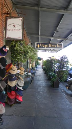 Napa River Inn at the Historic Napa Mill: Entrance from Street
