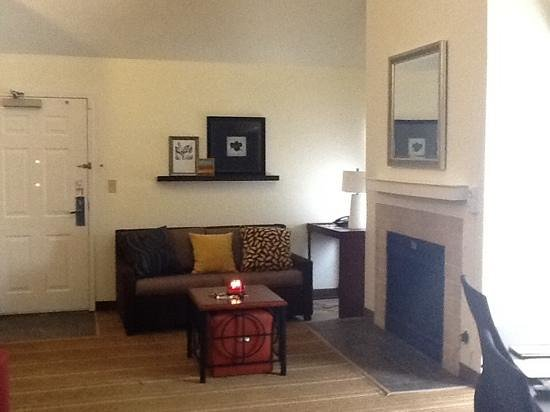 Residence Inn Tysons Corner: living area