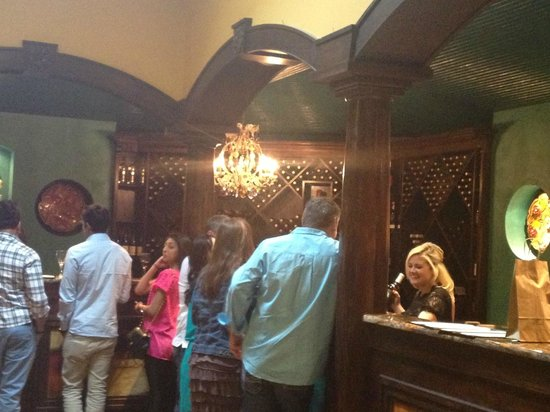 Wimberley Valley Winery: tasting room high counters
