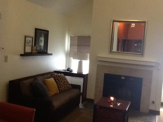 Residence Inn Tysons Corner: den