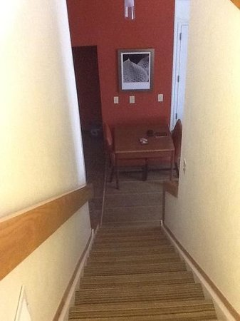 Residence Inn Tysons Corner: stairwell to bedroom