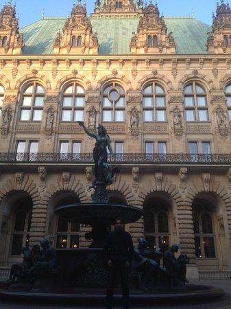 Rathaus: Прекрасная архитектура