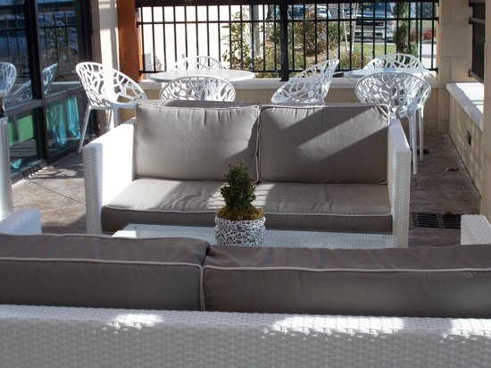 Hampton Inn & Suites Chattanooga/Hamilton Place : Outside seating area