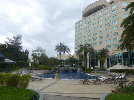 JW Marriott Hotel Quito: Vista de la piscina