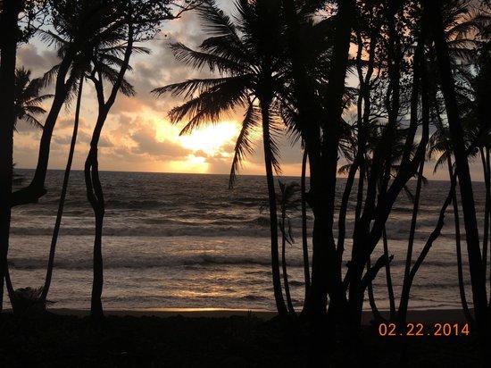 Rosalie Bay Resort: Beautiful sunrise!