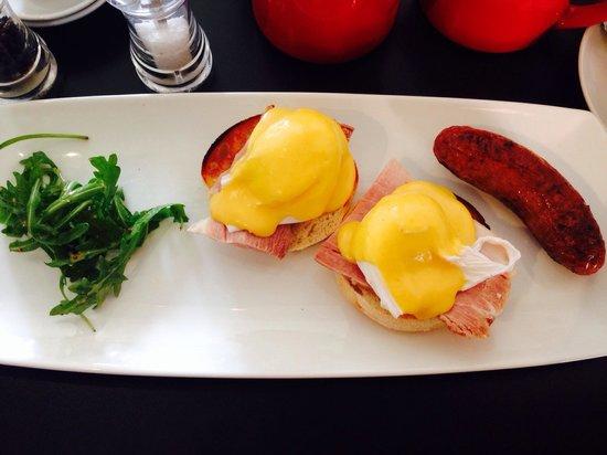 Diego's Cafe: Eggs Benedict. The most eggscellent breakfast going :-)