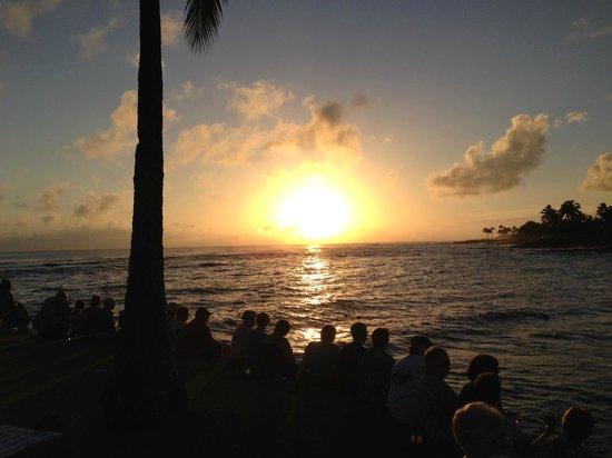 Kuhio Shores Condos: Sunset from the Beach House Restaurant