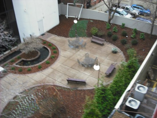 The Capitol Hotel Downtown Nashville: VIEW OF COURTYARD OF ANOTHER BUILDING FROM BALCONY