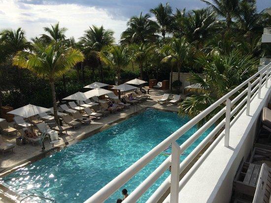 Royal Palm South Beach Miami, A Tribute Portfolio Resort : The main pool