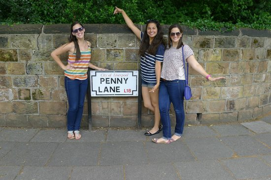Liverpool Beatles Tours : We love Penny Lane!