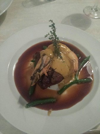 Salsa Bar & Grill : 250gm Rump on a bed of mash with King prawn and black garlic hollandaise