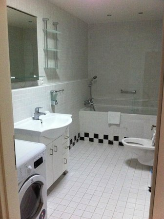 Old Town Square Apartments : Bathroom