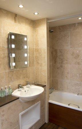 Dunstanburgh Castle Hotel: En suite bathroom