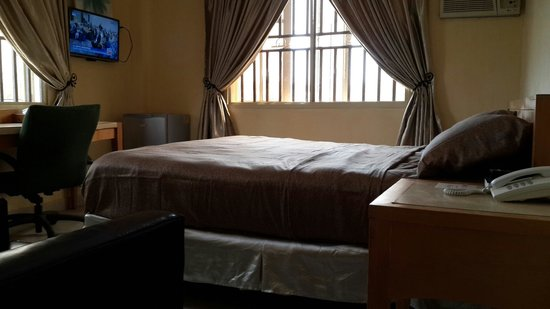 Mikagn Hotel And Suites