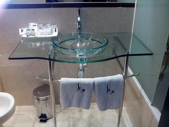 Lavabo de cristal fotograf a de hotel centro los braseros - Lavabo de cristal ...