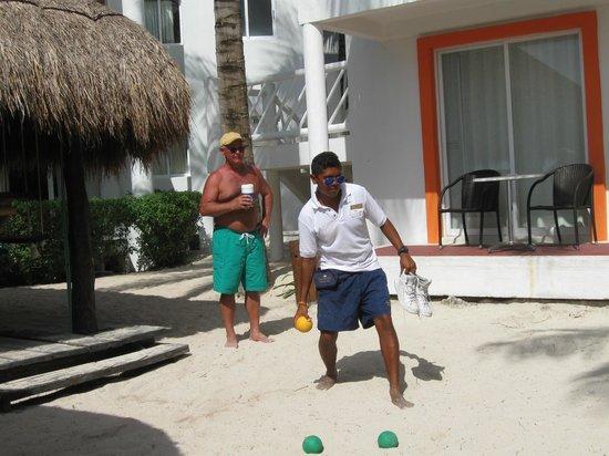 Sunscape Sabor Cozumel: bocce on the beach