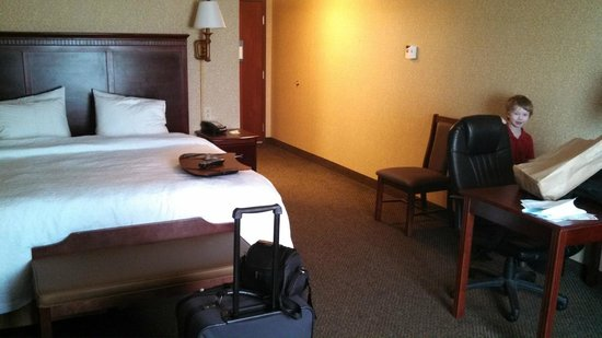 Hampton Inn & Suites Toledo-Perrysburg: Looking back at door