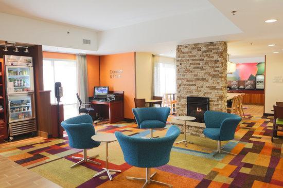 Fairfield Inn & Suites Lexington Berea: Lobby area