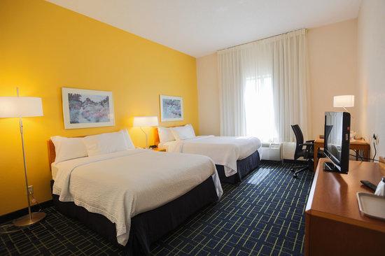 Fairfield Inn & Suites Lexington Berea: 2 double bed room