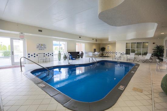 Fairfield Inn & Suites Lexington Berea: Pool area