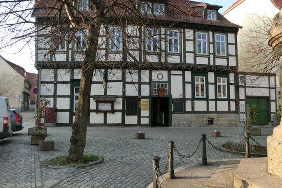 Haus Mit Restaurant Am Tage Bild Von Münzenberger Klause