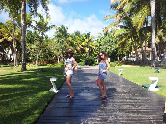 Catalonia Bavaro Beach, Casino & Golf Resort : Pasarela Dominicana Catalonia