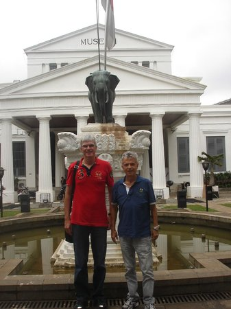 Museo Nacional: At the entrance of the National Museum in Jakarta