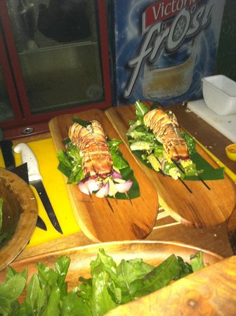 Yemaya Island Hideaway & Spa : Cooking lesson with the chef on the beach turned out well!