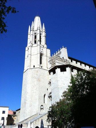 Girona Cathedral (Catedral): Вид и вход со стороны Рамбла