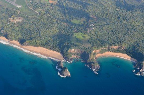 Baia dos Porcos : Baía dos Porcos é a praia do meio desta foto tirada do avião