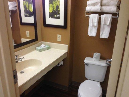 Extended Stay America - Seattle - Lynnwood : Bathroom