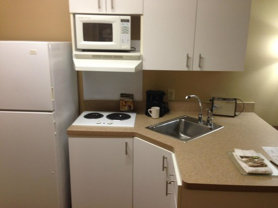 Extended Stay America - Seattle - Lynnwood : Kitchen Area