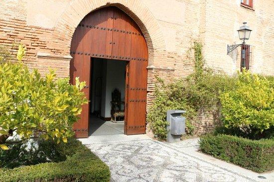Parador de Granada : ホテルの入り口です。